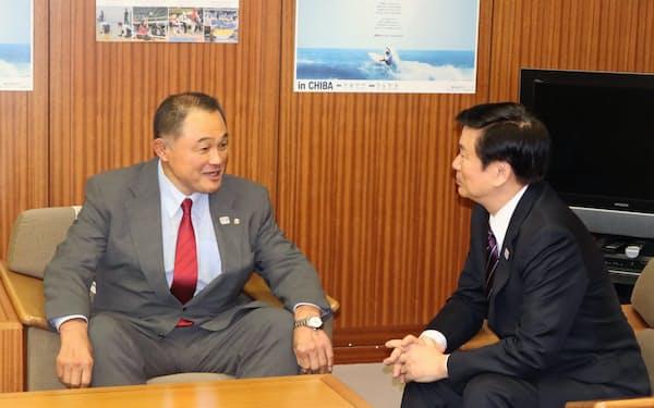 森田健作知事を表敬訪問した山下泰裕JOC会長(24日、千葉県庁)