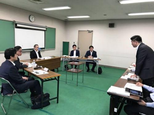 奈良市役所で宿泊税検討懇話会が開かれた(24日、奈良市)