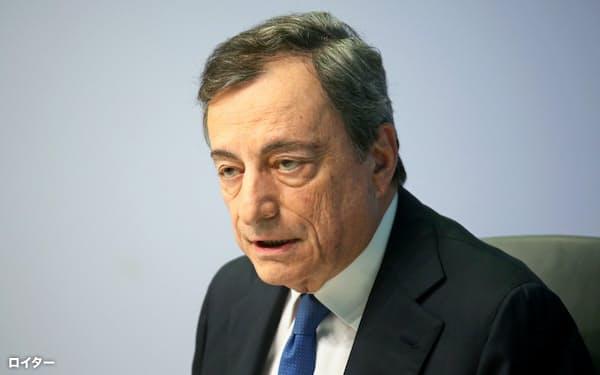 欧州中銀のドラギ総裁は、退任を前に最後の記者会見に臨んだ(24日、フランクフルト)=ロイター