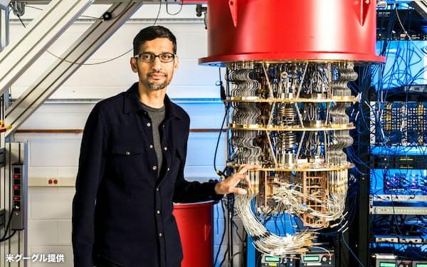 米グーグルが開発した量子コンピューターとスンダー・ピチャイCEO=グーグル提供