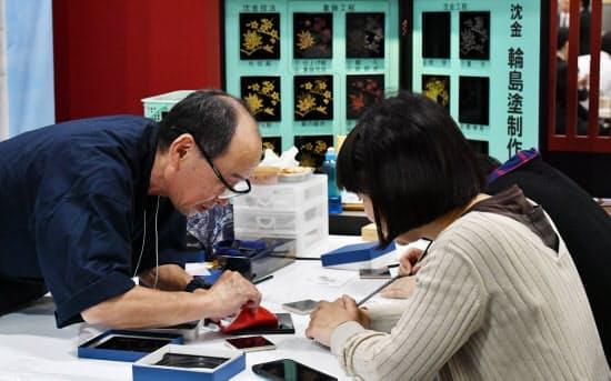 沈金は漆器の装飾技術(石川県のブース)