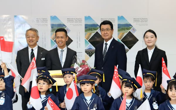 新千歳空港ではシンガポール観光局長官の歓迎セレモニーが開かれた。