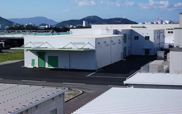 新工場を建設中のライオンケミカルのオレオケミカル事業所(香川県坂出市)。敷地内にチューブ工場を建設する