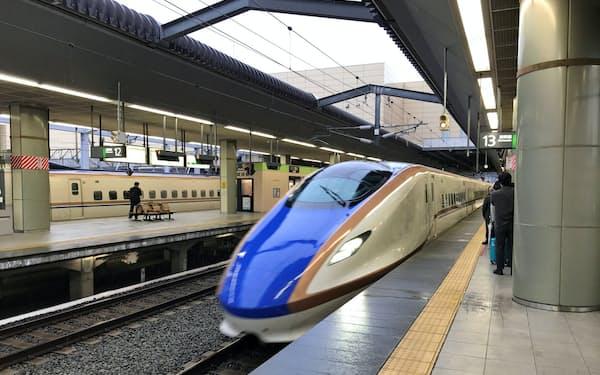 北陸新幹線の運行本数が増えた(25日、長野駅)