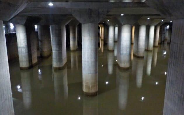 台風19号で河川の水が流れ込んだ首都圏外郭放水路(14日)=江戸川河川事務所提供