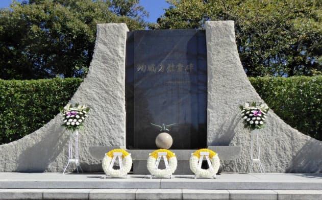 防衛省のメモリアルゾーンに建つ自衛隊の殉職者慰霊碑