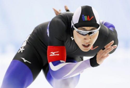 男子1000メートル 1分9秒63で初制覇した新浜立也。500メートルとの2冠達成(26日、YSアリーナ八戸)=共同