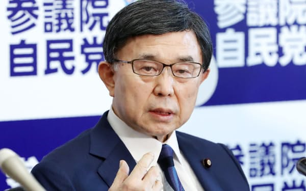 元参院議員の吉田氏は、改選を迎えた7月の参院選には出馬せず、政界を引退していた(4月、国会内)