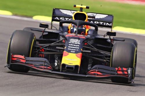 F1メキシコGPで走行するレッドブル・ホンダのアレクサンダー・アルボン(27日、メキシコ市)=ゲッティ共同