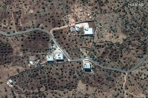 バグダディ容疑者の住居と見られる衛星写真=Maxar Technologies提供・ロイター