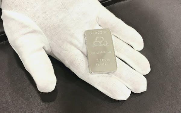 日本マテリアル(東京・千代田)が販売しているパラジウムの地金(100グラム)