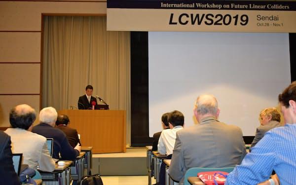 ILCの国際会議「LCWS」であいさつする宮城県の村井嘉浩知事(28日、仙台市)