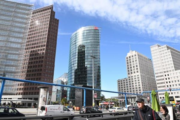 再開発でベルリン中心部のポツダム広場周辺には、多くの高層ビルなどが立つ(10月)=井上昭義撮影
