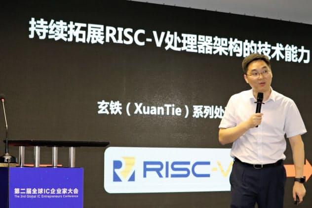 リスクファイブの活用について説明するアリババ半導体子会社、平頭哥の技術責任者(9月上旬、中国・上海)