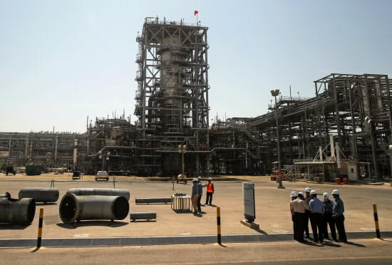 サウジアラムコの石油施設は何者かに攻撃を受けた=ロイター
