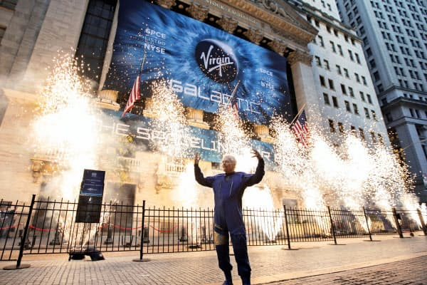 米ヴァージン・ギャラクティックは宇宙旅行会社として世界で初めて株式公開した(28日、ニューヨーク)=AP