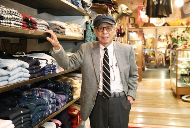 「ここはボス(ゲン垂水さん)の哲学があふれた場所なんだ」と話す石津祥介さん(東京都渋谷区のハリウッドランチマーケット)