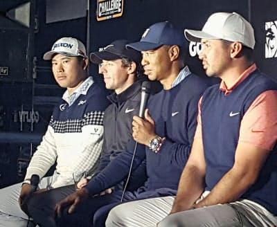 ZOZOチャンピオンシップを前に記者会見するウッズ(右から2人目)、マキロイ(同3人目)ら=共同