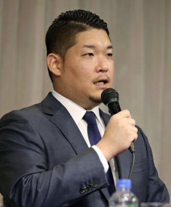 ポスティングシステムを利用しての米大リーグ挑戦を正式に表明したDeNAの筒香嘉智外野手(29日午前、横浜市内のホテル)=共同