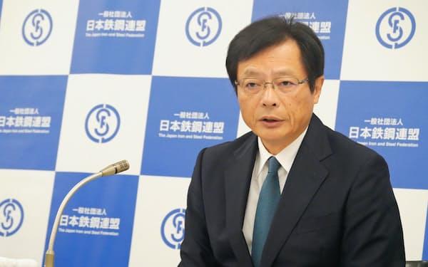 29日、都内で記者会見した鉄連の北野嘉久会長(JFEスチール社長)