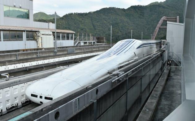 JR東海のリニア中央新幹線の走行試験(10月3日、山梨県都留市)