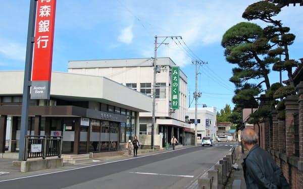 青森銀とみちのく銀は県内の主要な地域に支店を置き競争してきた(青森県五所川原市)