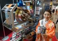 日本テクノロジーソリューションは小ロットで缶をデザインできる機械を展示