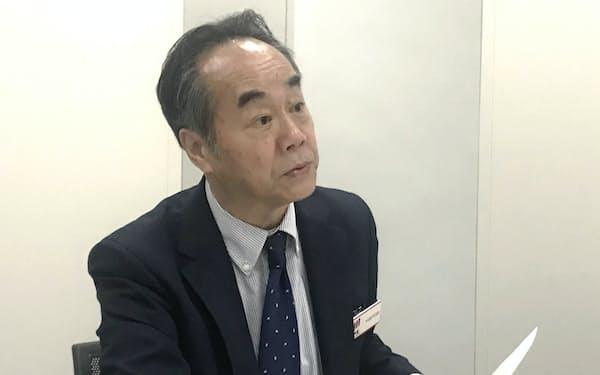 記者会見する恵和の長村恵弌社長