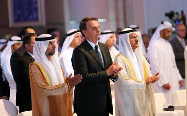 ブラジルのボルソナロ大統領は中東諸国を訪問している(27日、ドバイ)=ロイター