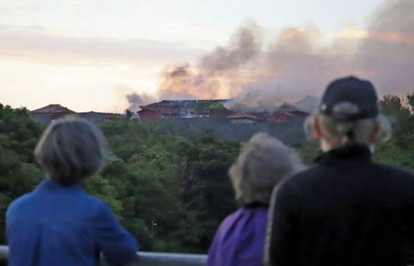 火災が発生した首里城(31日午前6時54分、那覇市)