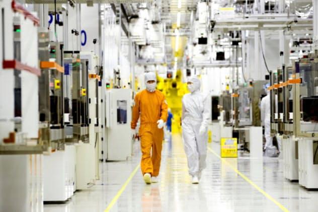 サムスン電子の半導体事業には底入れの兆しが出ている(ソウル郊外の半導体工場)=同社提供