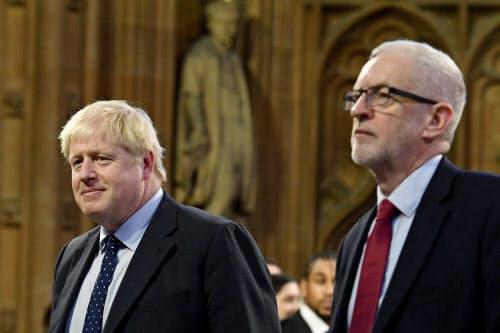 保守党を率いるジョンソン首相(左)は下院の過半数を確保しての離脱実現を目指す。コービン党首の労働党は残留派と離脱派が党内に混在する=ロイター