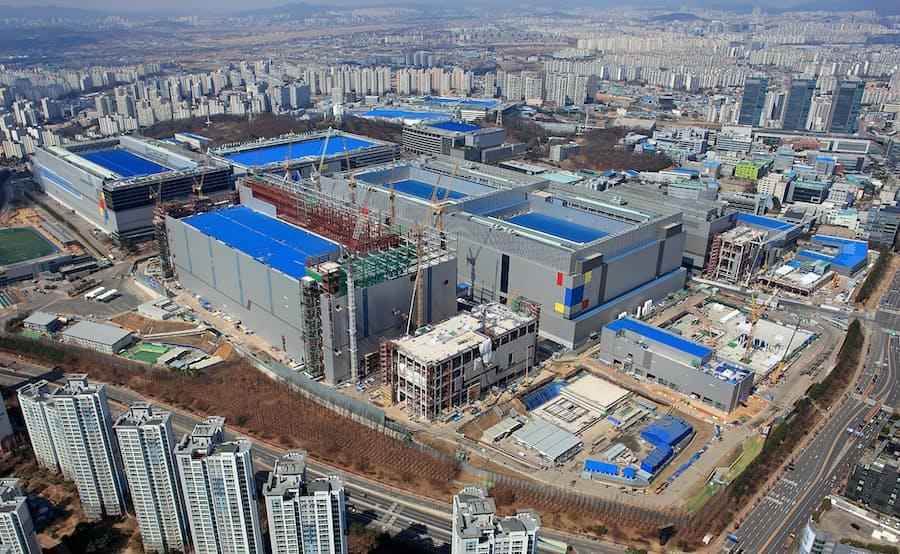 サムスン半導体受託生産、TSMCに挑む 先端品を量産: 日本経済新聞