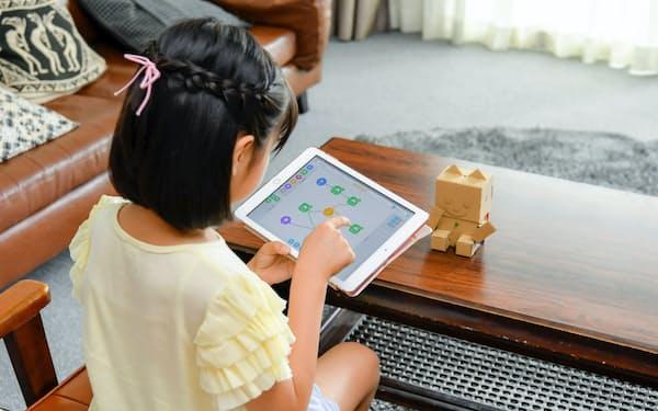 ロボット玩具「e-Craftシリーズ embot(エムボット)」は遊びながらプログラミングを学べる