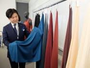 「キナリ」は絹のような柔らかい光沢と軽やかな手触りが特徴だ