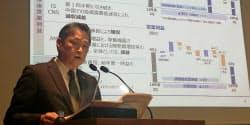 会見するパナソニックの最高財務責任者の梅田博和氏(31日、都内)