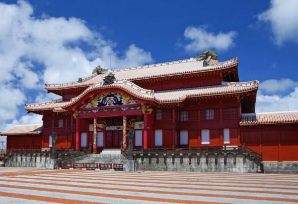 焼失前の首里城正殿 (C)NOBUAKI SUMIDA/SEBUNPHOTO/amanaimages