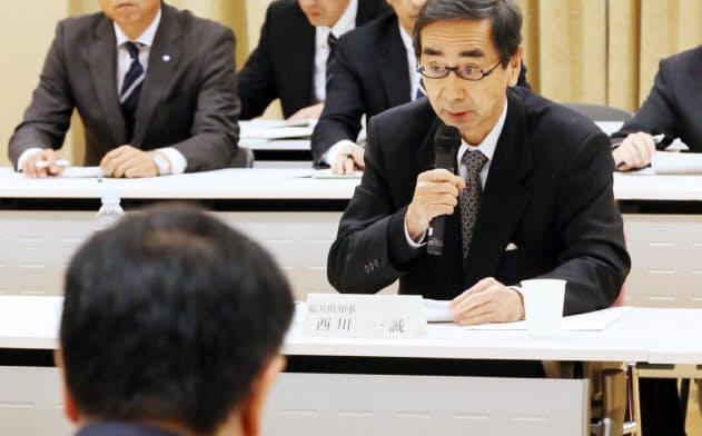もんじゅ関連協議会で発言する福井県の西川知事。手前は松野文科相(当時、2016年12月、文科省)