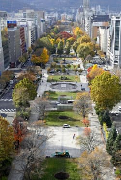 札幌市の大通公園(10月30日)=共同