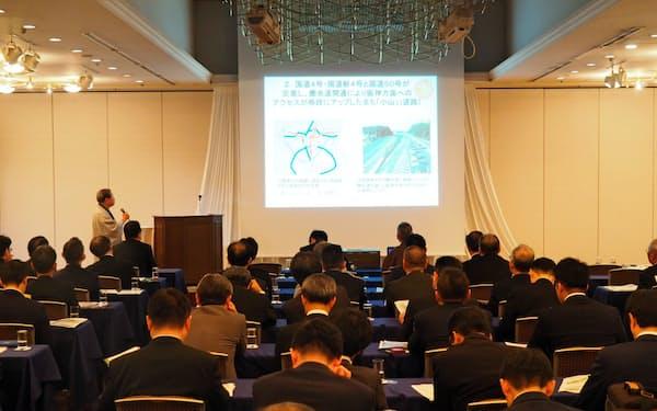 セミナーでは小山市長らが交通アクセスなどをPRした(大阪市)