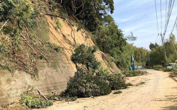 千葉県内では道路の復旧作業が急ピッチで進む(31日の長柄町内、千葉県撮影)