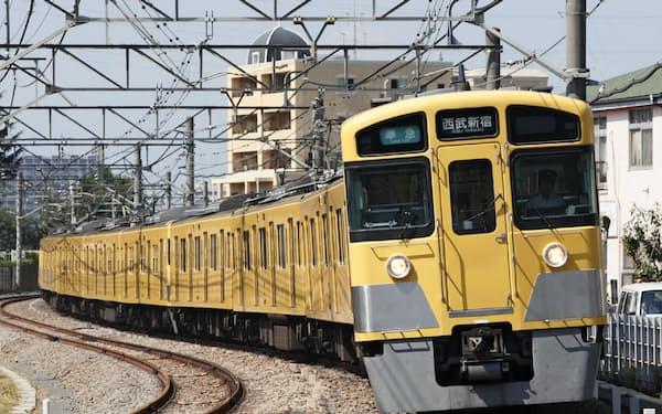 西武線は埼玉県西部と都心を結ぶ(2000系)