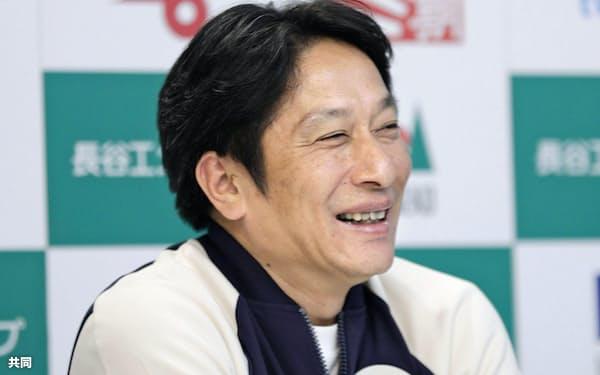 記者会見する青学大の原晋監督(1日、名古屋市)=共同