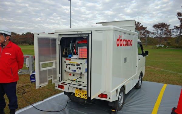 NTTドコモの小型移動電源車。停電時に外部から電源供給し、基地局などを応急復旧する