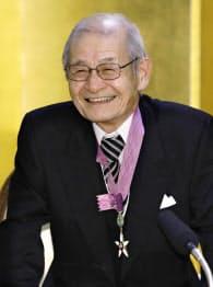 文化勲章の親授式を終え、記者会見する吉野彰さん(3日午前、宮内庁)=共同