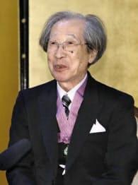 文化勲章の親授式を終え、記者会見する甘利俊一さん(3日午前、宮内庁)=共同