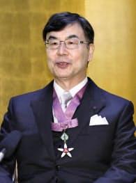文化勲章の親授式を終え、記者会見する坂口志文さん(3日午前、宮内庁)=共同