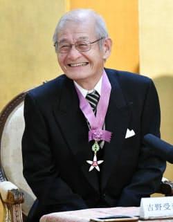 文化勲章を受章し、記者会見する吉野彰氏(3日、宮内庁)