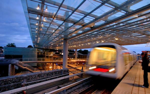 日立製作所は混雑度に応じて鉄道の運行本数を増減させるサービスを実証実験中だ(デンマークのコペンハーゲン)