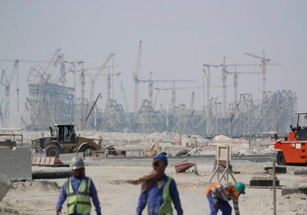 2022年のサッカーW杯に向けて建設が進むスタジアム(カタール・ルサイル)